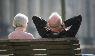 Junge Leute müssen immer mehr sparen, um im Alter mit ihrer Rente zurecht zu kommen. (Foto)