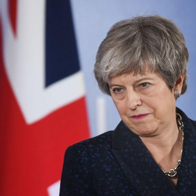 Britische Premierministerin tritt zurück! Scheitert der Brexit? (Foto)