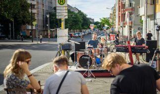Straßenkonzert bei der Fête de la Musique in Berlin (Foto)