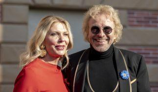 Im Europa-Park in Rust zeigte sich Thomas Gottschalk mit seiner Freundin Karina Mroß. (Foto)