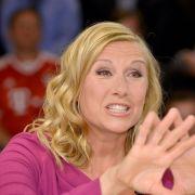 """Auf Twitter musste sich Andrea Kiewel für den aktuellen """"ZDF-Fernsehgarten"""" wieder jede Menge Kritik gefallen lassen. (Foto)"""