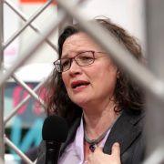 Andrea Nahles will sich vorzeitig in Fraktion zur Neuwahl stellen (Foto)