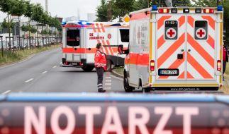 Ein zwölfjähriges Mädchen aus Nordrhein-Westfalen erlitt eine Vielzahl von Knochenbrüchen, als sie am Montagabend durch eine Dachabdeckung abstürzte. (Foto)