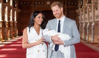 Meghan Markle und Prinz Harry genießen mit Baby-Sohn Archie Harrison Mountbatten-Windsor ihr junges Familienglück. (Foto)