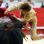 Horror-Video! Stier spießt Torero am Hintern auf (Foto)