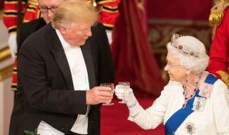 Hat Donald Trump das royale Protokoll gebrochen? (Foto)