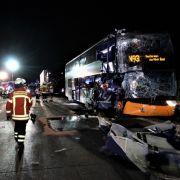 2 Reisebusse auf Autobahn verunglückt - Reisende äußern harsche Kritik (Foto)
