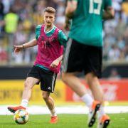 Nationalspieler und BVB-Star Marco Reus schoss sich im Training schon mal warm. (Foto)