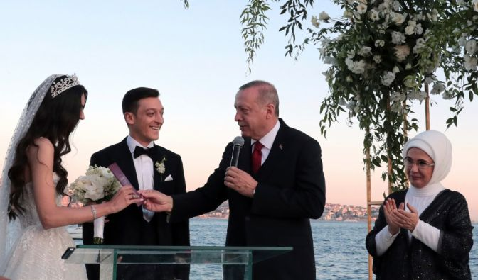 Mesut Özil undAmine Gülşe