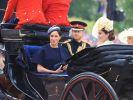 """Brisante Kutsch-Begleitung: Obwohl der Verhältnis zwischen Meghan Markle und Kate Middleton schwierig sein soll, fuhren die beiden Frauen bei der diesjährigen """"Trooping the Colour""""-Parade gemeinsam in einer Kutsche vor. (Foto)"""
