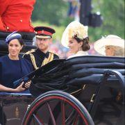 Brisante Kutsch-Begleitung: Obwohl der Verhältnis zwischen Meghan Markle und Kate Middleton schwierig sein soll, fuhren die beiden Frauen bei der diesjährigen