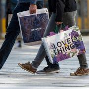 Shoppen am Feiertag? HIER haben die Geschäfte heute geöffnet (Foto)