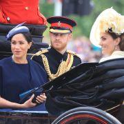 Experte sicher: DESHALB litt Prinz Harry neben seiner Frau (Foto)