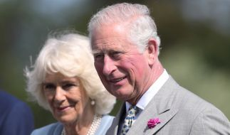 Bei einem Charity Event überraschten Camilla Parker-Bowles und Prinz Charles mit einem kuriosen Outfit. (Foto)