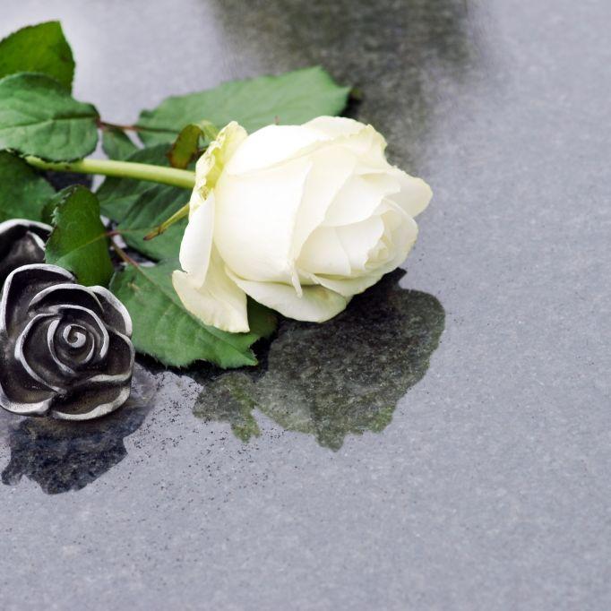 Schock! Beliebter TV-Star stirbt mit nur 54 Jahren an Krebs (Foto)
