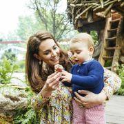 Prinz Louis bekommt die ganze Aufmerksamkeit seiner Mutter