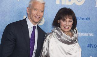 US-Millionenerbin und Künstlerin Gloria Vanderbilt, hier mit ihrem Sohn, dem CNN-Moderatoren Anderson Cooper, ist gestorben. (Foto)