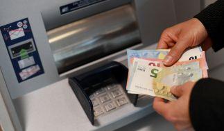 Banken drehen weiter an der Gebührenschraube. (Foto)