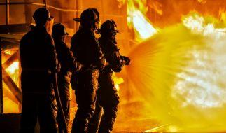 In Durlangen brennt eine Lagerhalle. (Foto)