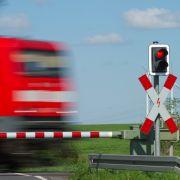 Bahnschienen mit Betonplatten blockiert - Bundespolizei ermittelt (Foto)