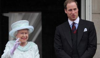 Das Verhältnis zwischen Queen Elizabeth II. und ihrem Enkel Prinz William ist ausgesprochen harmonisch. (Foto)