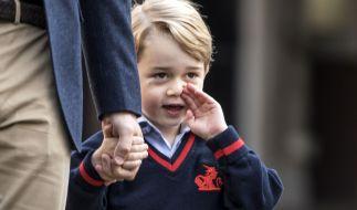 Prinz George sitzt der Schalk im Nacken - doch wer hätte gedacht, dass der älteste Sohn von Kate Middleton und Prinz William ein kleiner Heiratsvermittler ist? (Foto)