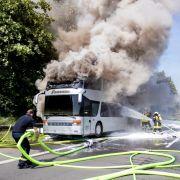 Reisebus brennt auf Autobahn aus - 65 Schüler in Sicherheit (Foto)