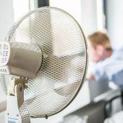 Eiskalt-Duschen, Nackt-Klamotten + Co.: Vorsicht vor den Hitze-Lügen (Foto)