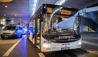 Bei einer Messerattacke in Düsseldorf wurde ein Busfahrer lebensgefährlich verletzt. (Foto)