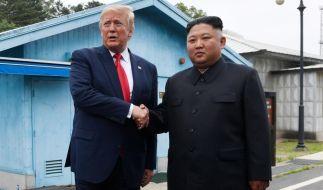 Bei einem Spotantreffen an der innerkoreanischen Grenze gaben sie Donald Trump und Kim Jong un die Hand. (Foto)