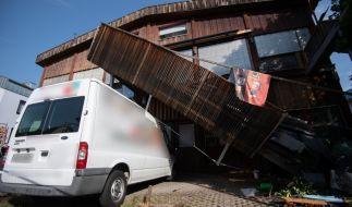 Beim Einsturz eines Balkons in Stuttgart wurden mehrere Menschen verletzt. (Foto)