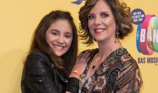 """Daniela Büchner und Tochter Jada bei der Deutschlandpremiere des Musicals """"The Band - Das Muscial"""". (Foto)"""