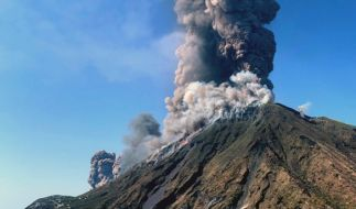 Rauchschwaden steigen vom Vulkan Stromboli auf. (Foto)