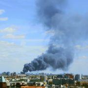 Großbrand in Berlin - Löschen dauert an! (Foto)