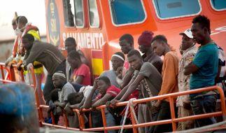 Ein weiteres Schiff einer Hilfsorganisation mit Geretteten vor Italiens Häfen bittet darum, anlegen zu dürfen. (Foto)