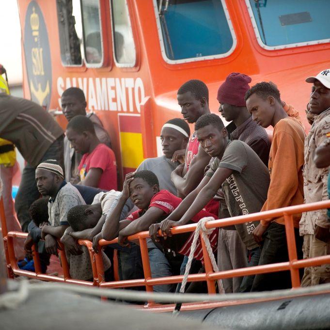 54 Flüchtlinge an Bord! Nächstes Boot darf nicht in Italien anlegen (Foto)