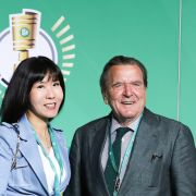 SO lebt der Alt-Kanzler heute mit FrauSo-Yeon (Foto)
