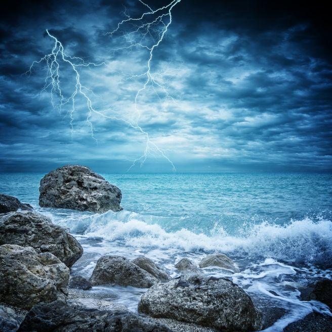 XXL-Wassertornado und Tsunami-Alarm sorgen für Chaos (Foto)