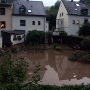 Chaos in Deutschland durch Starkregen - Hagel und überflutete Straßen (Foto)