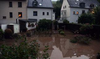 Ein heftiges Unwetter mit Starkregen und Hagel war über Trier hinweggefegt und flutete zahlreiche Strassen und Keller. (Foto)