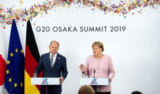 Merkel und Scholz zeigen sich gemeinsam beim G20-Gipfel in Japan. Beim Treffen der Wirtschafts-Mächte sind auch die Finanzminister anwesend. (Foto)