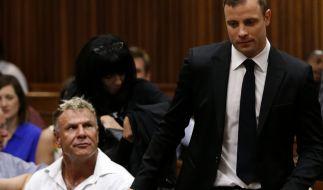 Mark Batchelor (unten links) beim Gerichtsprozess gegen Oscar Pistorius. (Foto)