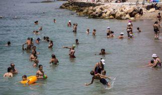 An einem griechischen Strand wie diesem wurde die trächtige Schwertfisch-Mutter von Strandgängern gejagt und getötet. (Foto)