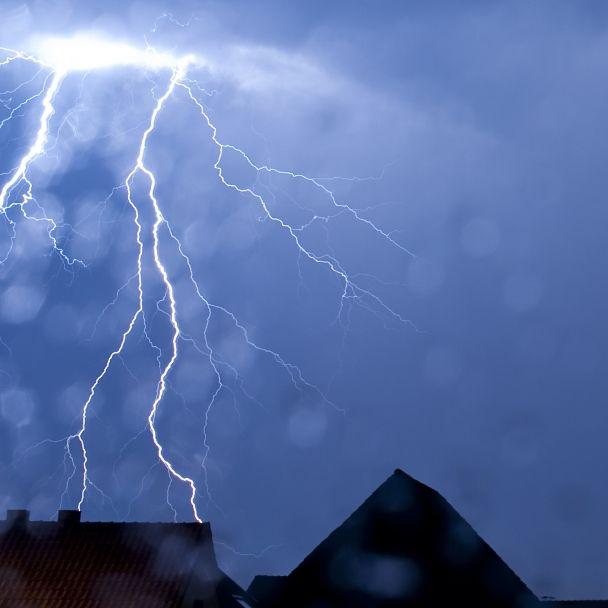 Gewitterfront statt Hitze! HIER knallt's am Wochenende (Foto)