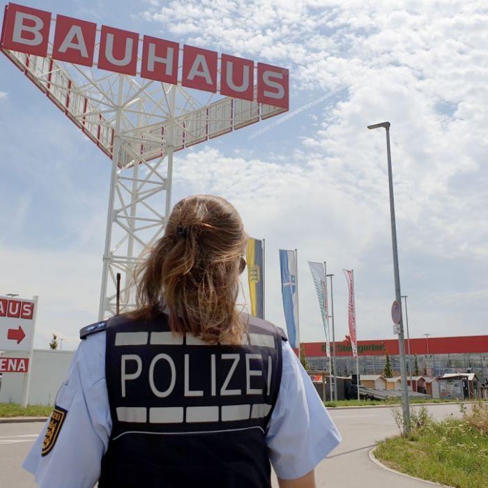 3 Tote nach Kleinflugzeug-Absturz auf Baumarktgelände - Polizei wertet Zeugenvideos aus (Foto)