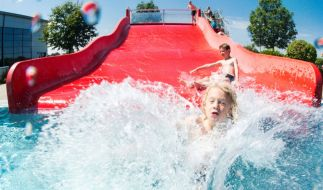 Den Badespaß auf Wasserrutschen bezahlten Touristinnen auf Gran Canaria und Teneriffa mit Horror-Verletzungen (Symbolbild). (Foto)