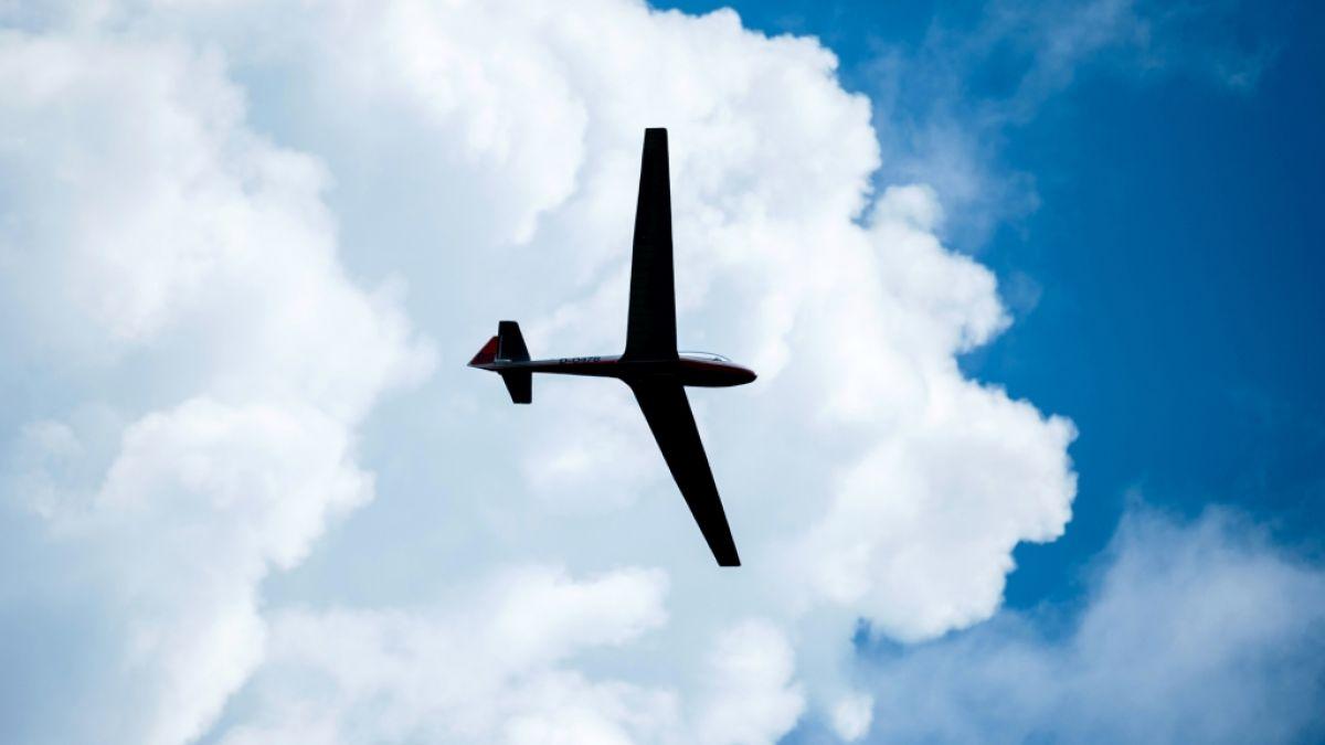 Flugzeugunglück in Lüneburg: Segelflieger kollidieren in der Luft - Pilot schafft Absprung mit Fallschirm