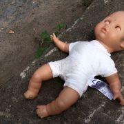 Tochter mit Stöckelschuh erschlagen - Mutter zu Psycho-Knast verurteilt (Foto)