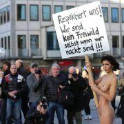 Nacktkünstlerin versteigert getragene Höschen (Foto)