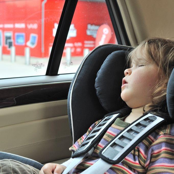 Kind bei 34 Grad im Auto! Mutter behindert Rettungskräfte (Foto)